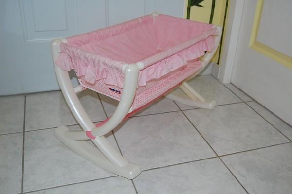 lit pour poupon berchet tbe. Black Bedroom Furniture Sets. Home Design Ideas
