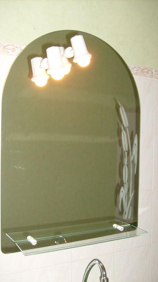 miroir avec spots et tablettes de rangement en tbe. Black Bedroom Furniture Sets. Home Design Ideas